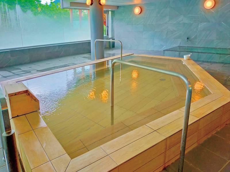 ヒノキ風呂:檜の香りでリラックス!