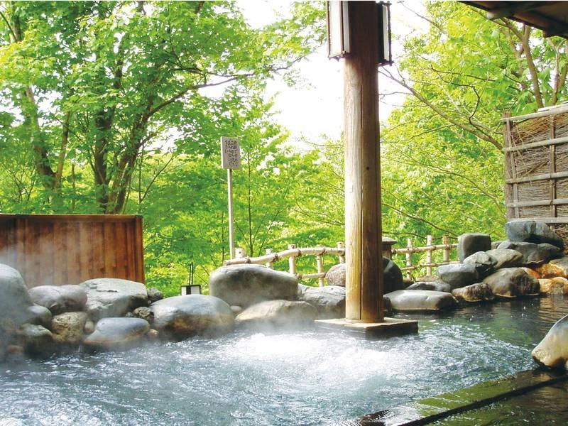 【岩露天風呂】渓谷美を眺めながら自慢の名湯に浸かる