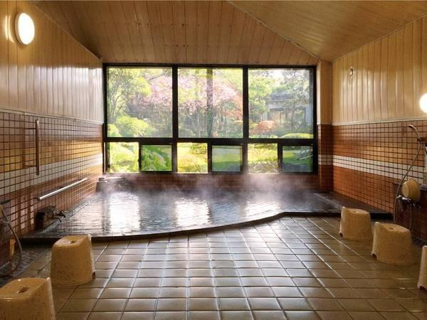 【浴場】庭園を眺めながらかけ流し湯を満喫