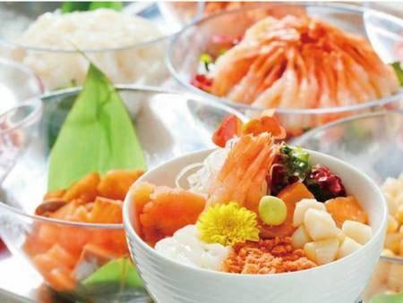 【朝食ビュッフェ/例】人気の海鮮丼コーナー