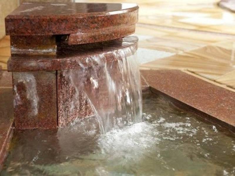 酸性鉄泉の湯口