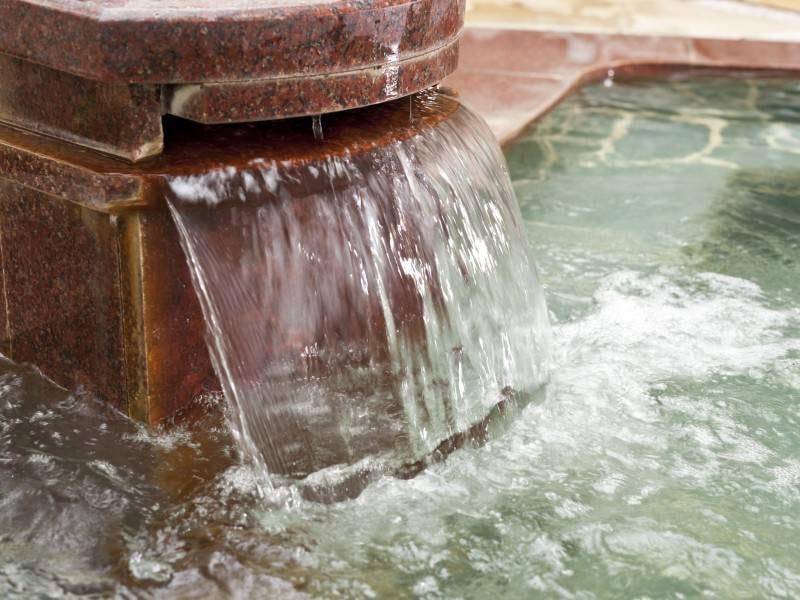 食塩泉の湯口