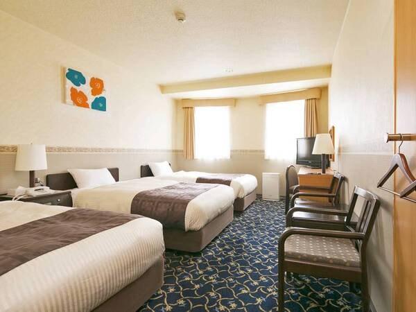 【トリプルルーム/例】110cm幅のベッドを3台設置。ご家族やお仲間との旅行におすすめ