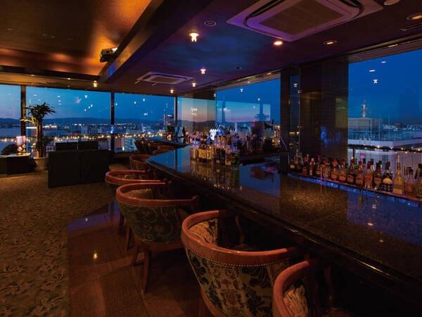 【バー「ブラウン」】ホテル最上階の14階にあり、旭川の夜景を眺めながらお過ごしいただけます