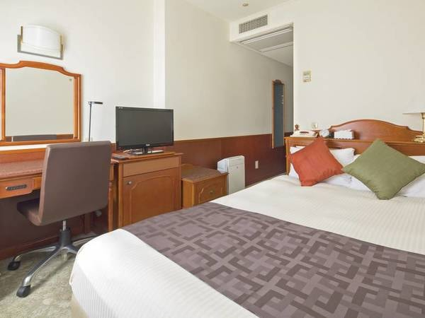 【セミダブル/例】140cmと幅広のベッドを設置した14㎡のお部屋
