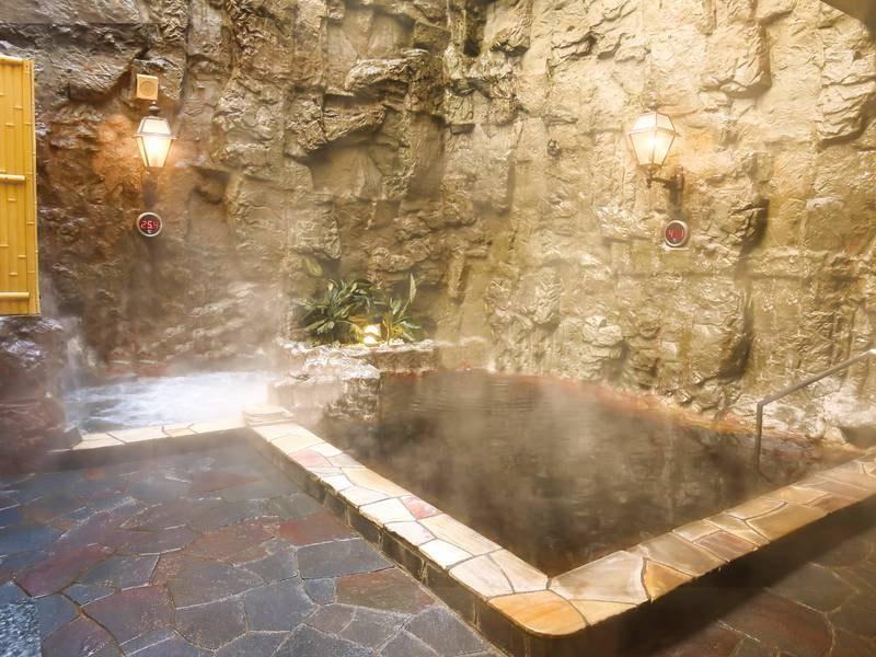 【露天風呂】心地よい外気に包まれてゆったり入浴