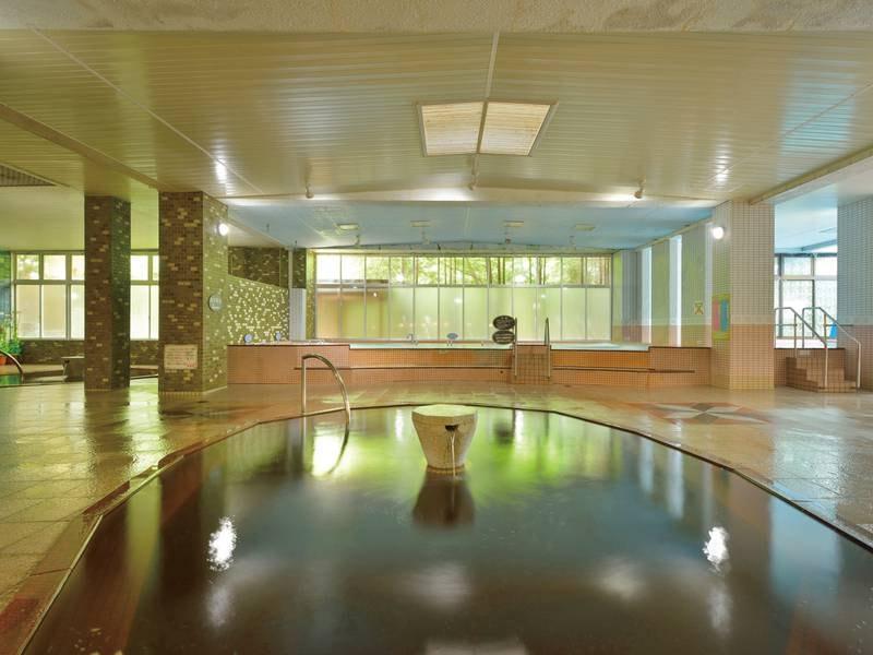 【大浴場】植物性の有機物を多量に含む温泉をかけ流しで堪能!