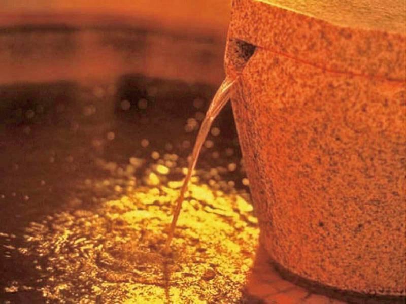 【大浴場】別名美人の湯として知られ、美肌効果抜群。