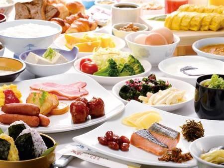 【朝食バイキング/例】自社農園で採れた野菜を中心に使ったお料理や、バランスの取れた約40種類の栄養満点メニューが嬉しい!※和定食になる場合もございます