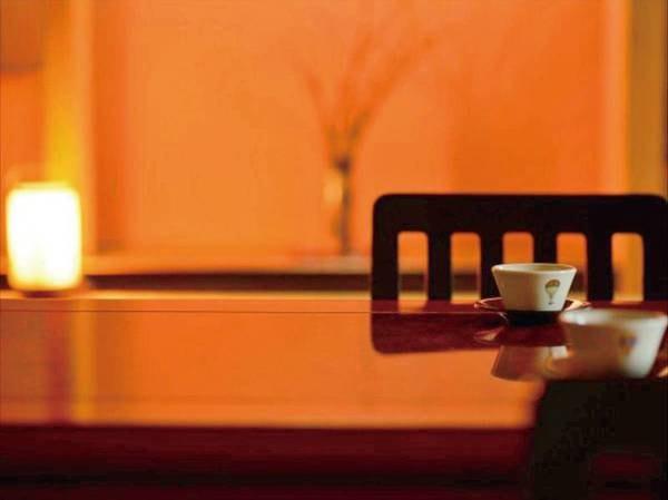 【民芸調和洋室(ツイン+8畳)/例】和洋折衷の部屋