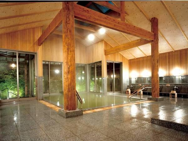 【「灯心の湯」大浴場】高pHで化粧水のような泉質が大人気!