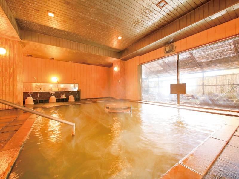 【「灯心の湯」大浴場】高pHで化粧水のような泉質が大人気