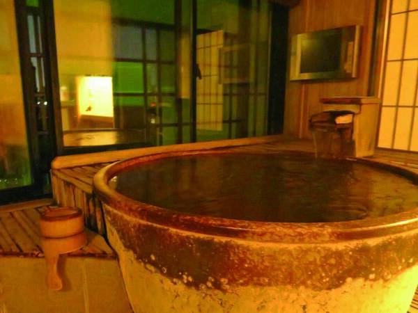 【露天風呂付き客室/例】檜風呂または信楽焼の露天風呂付き