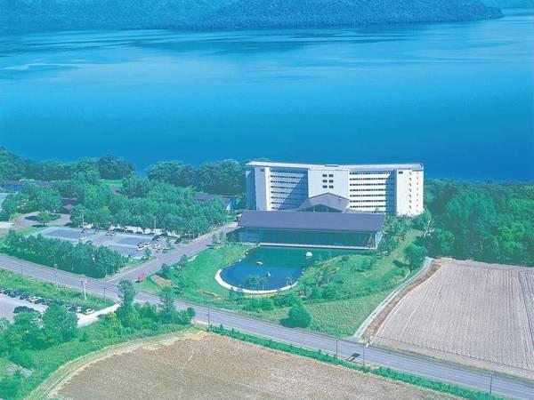【外観】全室が屈斜路湖に面した温泉リゾートホテル