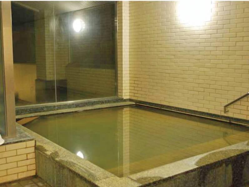 【大浴場】塩分や炭酸ガスが豊富な温泉でゆったり♪