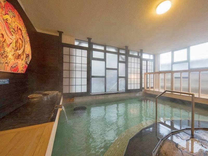 【満天の風呂】源泉に近い浴槽で、少し熱めのお湯でしっかりあたたまる