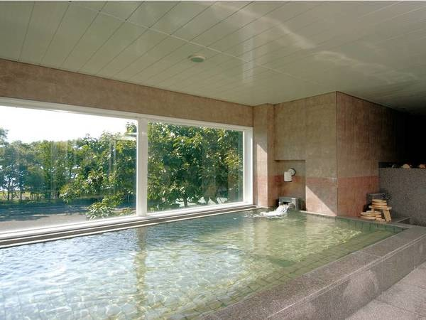 【大浴場】湯色は気温などで変化する