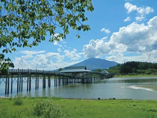 【観光スポット】日本一の木造三連太鼓橋【鶴の舞橋】までは車で約30分。