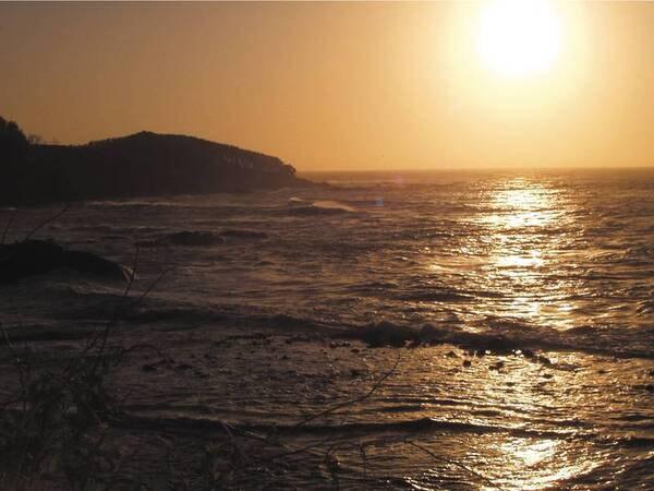 【景観】日本海に沈みゆく夕陽を眺める