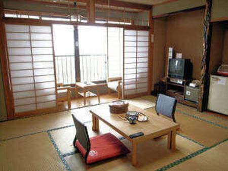 【本館海側】日本海眺望和室(一例)