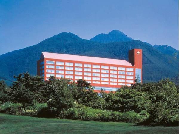 【外観】青森県の最高峰、岩木山の麓に位置する全188室の温泉付きホテルです。眼前に広がる日本海や日本百名山・岩木山の眺望をお楽しみください。