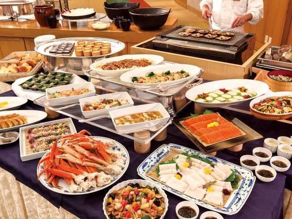 【和洋バイキング/例】ずわい蟹ほか約50種の新鮮食材を活かした和洋の料理をお楽しみ頂けます♪