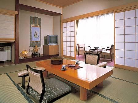 【客室/例】純和風の落ち着いた8畳以上の和室へご案内。のんびり過ごせます