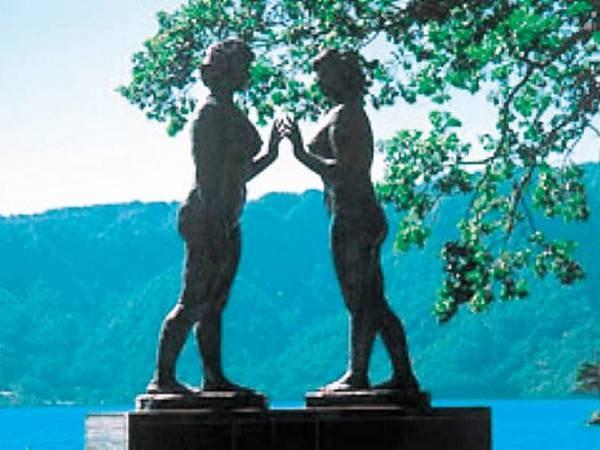 【観光スポット】乙女の像。十和田湖畔を散策しながら!徒歩で約15分