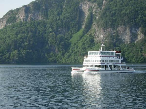 【観光スポット】十和田湖遊覧船。珍しい二重カルデラの十和田湖を優雅に楽しむ