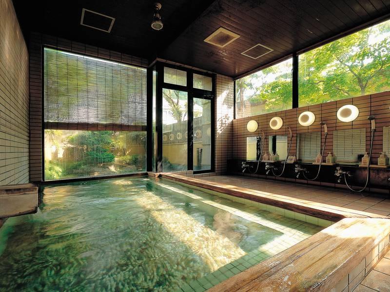 【大浴場】夜通し入浴可能な温泉でゆったり。目覚めの朝風呂は爽快気分♪