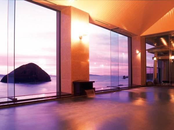 【最上階展望大浴場】陸奥湾を朱に染める絶景の夕陽を眺めながら名湯に癒される
