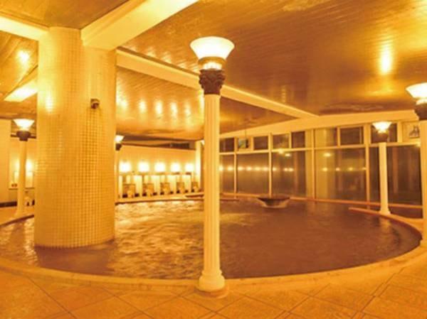 【洋風浴場「カルデラ」】まるで古代神殿のような浴場。太古に生まれた神秘の湖になりたちに旅のロマンを重ねてみては