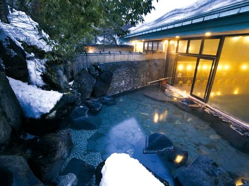 【露天風呂】冬季は、運が良ければ雪見の露天も楽しめます。冬の贅沢!?