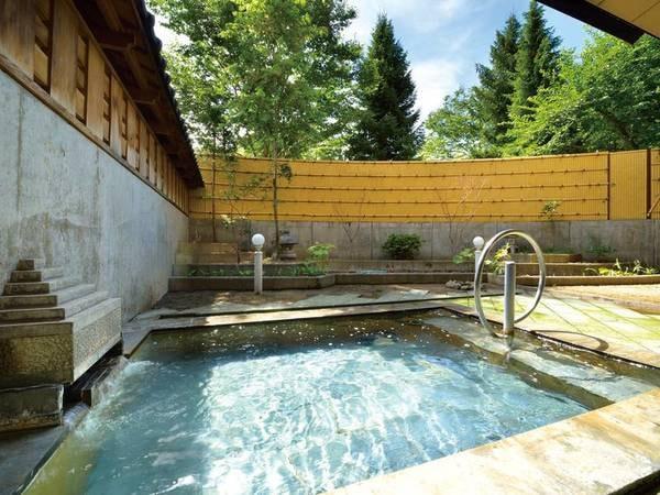 【露天風呂】自然の中でのんびり温泉に浸かる贅沢