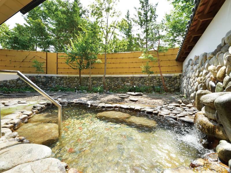【露天風呂】奥入瀬の自然を感じながら至福の時をお過ごし下さい。