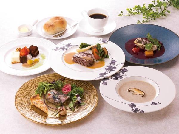 【ご夕食/一例】ダブルメインのご夕食。お箸で頂けるのも嬉しい。