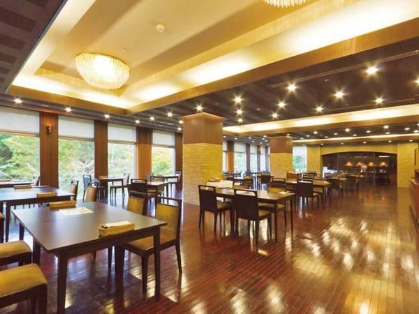 【お食事会場】青森県産、季節感にこだわったオリジナル料理「奥入瀬キュイジーヌ」をご堪能いただけます。