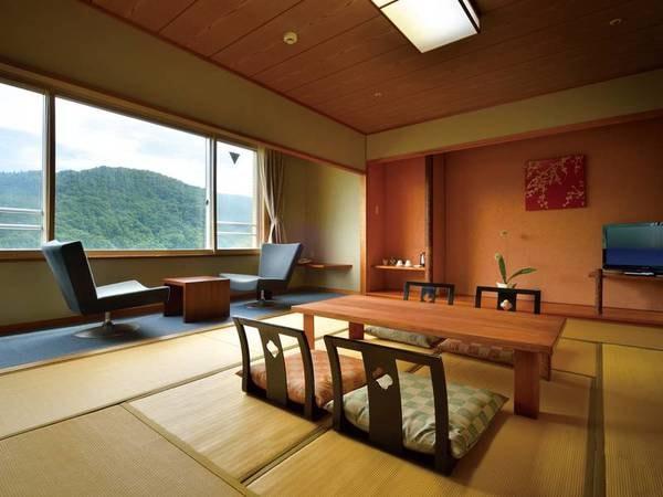 [客室/例] ゆったりとした広さの畳のお部屋です。 お布団でぐっすりとお休みください。窓の外には大自然が広がります。 洗練された10畳の和室※4名様まで