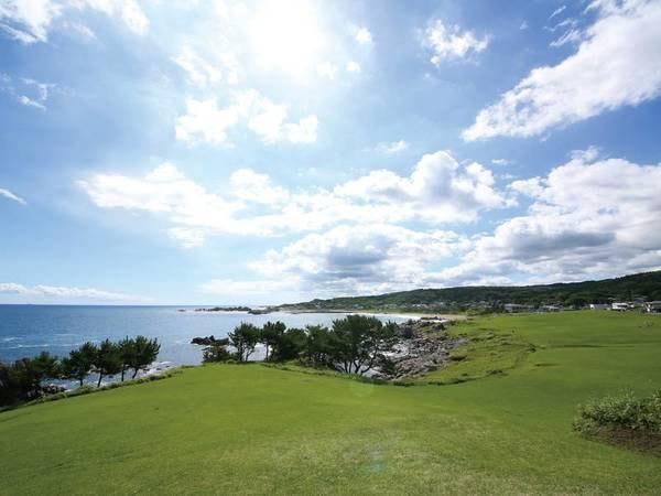 【観光スポット】種差海岸までは車で約25分。人気の散策コースもあり美しい海岸線を楽しめます