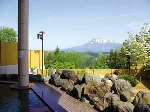 """【露天風呂】""""津軽富士""""と呼ばれる岩木山の雄大な姿を一望!"""