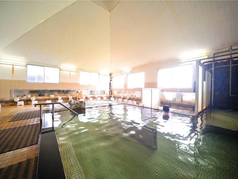 【大浴場】6つのお風呂が楽しめる大浴場(サウナ・水風呂・打たせ湯・泡風呂・岩盤浴・白湯)