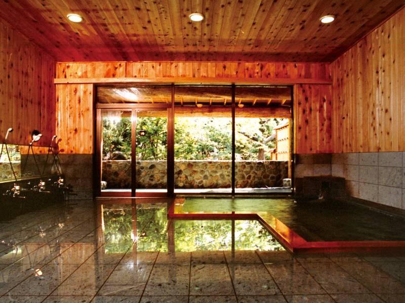 【大浴場】香り豊かな青森ヒバを使用した浴場