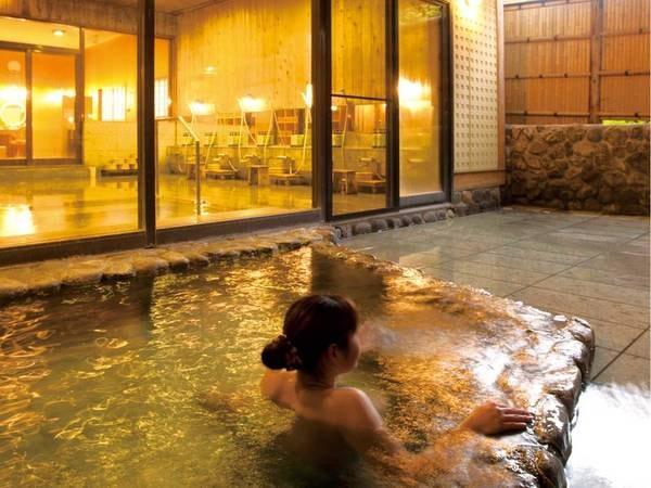 【露天風呂】湯ったり露天風呂で湯浴みを愉しむ