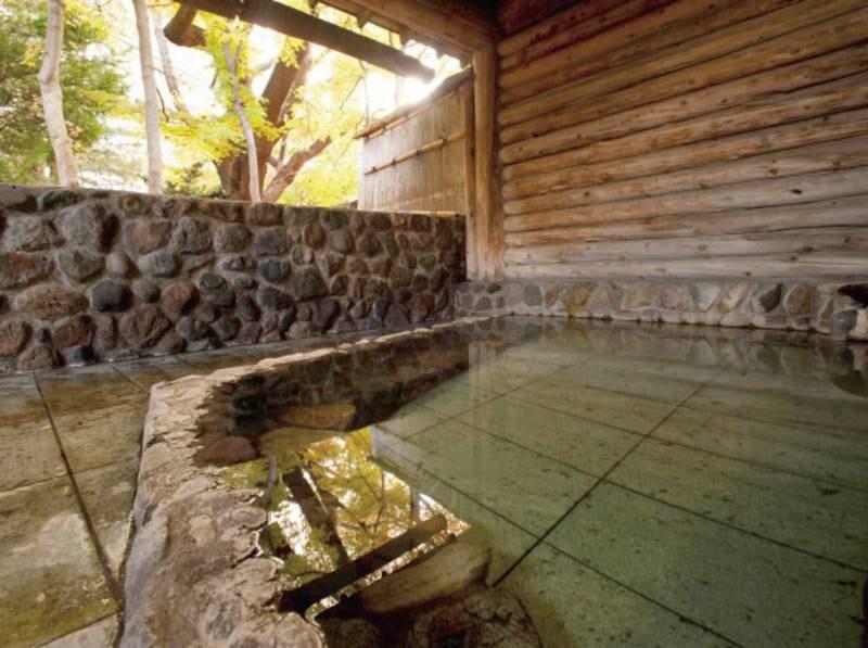 【露天風呂】効能も豊かな露天風呂で日々の疲れを癒して下さい