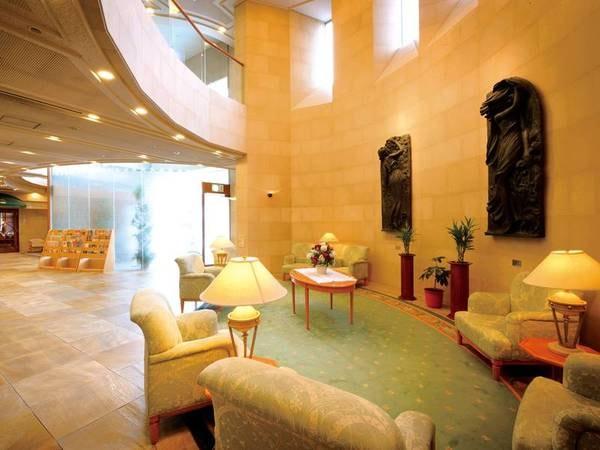 【ロビー】青森の伝統工芸品も多数展示してお客様をお迎え致します。