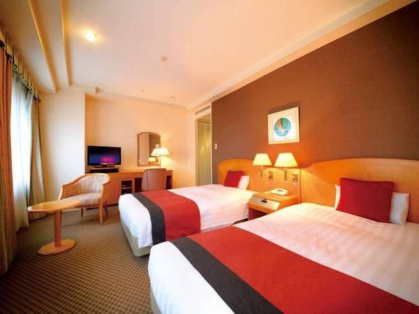 【ツインタイプ/一例】心地よくお過ごし頂けるよう、広々としたお部屋にはゆったりとした大きなベッドをご用意