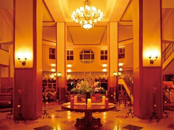 【ロビー】エレガンスで洗練されたrロビーはまるでヨーロッパの洋館の中にいる感じ
