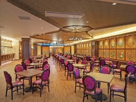 【お食事会場】リニューアルされたレストラン「アムール」。落ち着いた雰囲気の中でお食事をお楽しみ下さい