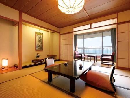 [和室/例] 窓から日本海または岩木山を望む客室。お部屋いっぱいに広がる畳の香りが、皆様を優しくお出迎えします。  気のあったお仲間やご家族と、優雅なくつろぎの時間をお過ごしください。