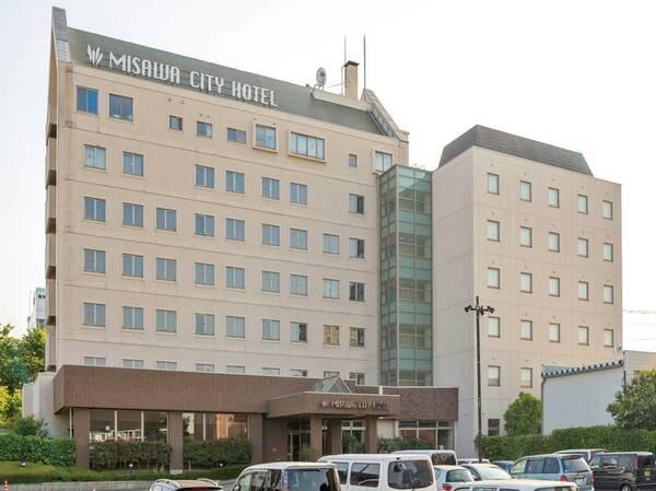 【外観】当ホテルは、三沢の中心街にございます。周辺にはバーや居酒屋など、種類豊富な飲食店にございます。